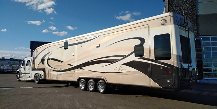 Transporting a mobile suite RV camping trailer